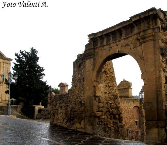 Leonforte - Porta Garibaldi (4014 clic)