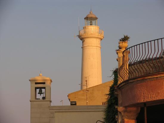 Faro di Punta Scalambri al tramonto - Punta secca (3751 clic)