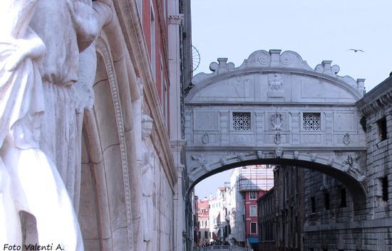Ponte dei Sospiri visto dal Ponte della Paglia - Venezia (1580 clic)