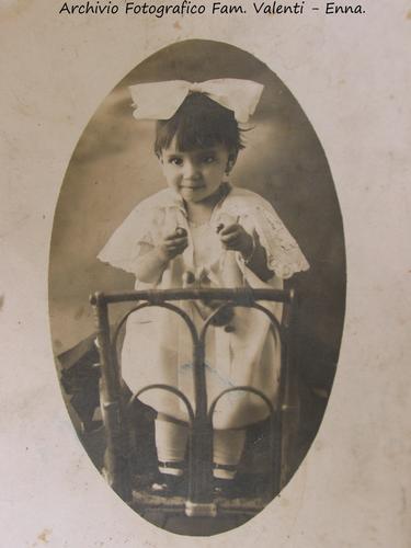 Bimba ennese con fiocco - Enna 1926 - (3870 clic)