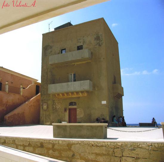 Torre Scalambri ( Vista dalla casa di Montalbano) - Punta secca (3807 clic)