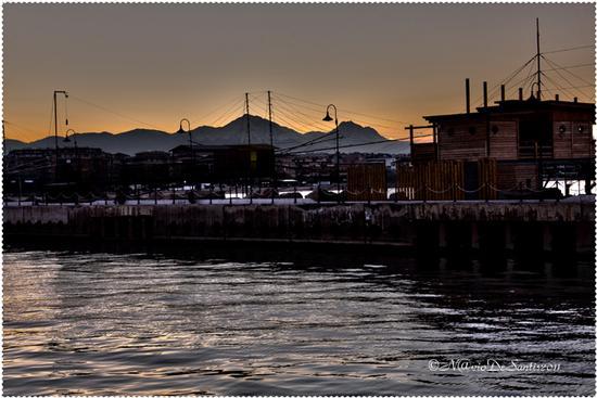TABOCCHI con sfondo la BELLA ADDORMENTATA (GRAN SASSO) - Pescara (4119 clic)