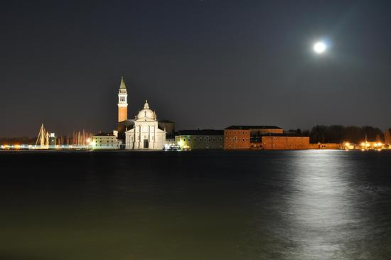 San Giorgio con Luna piena - VENEZIA - inserita il 24-Mar-11