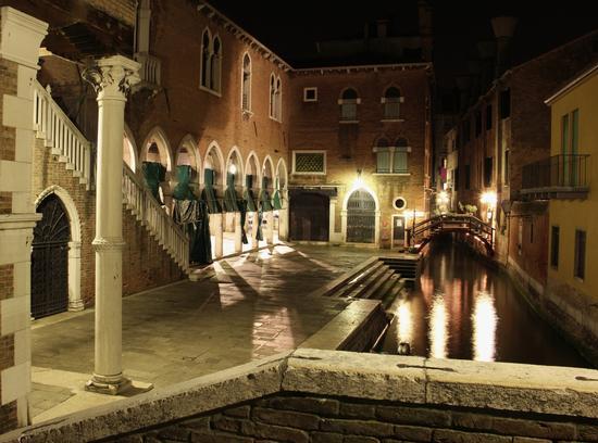 Vicino mercato del pesce a Rialto - Venezia (2406 clic)
