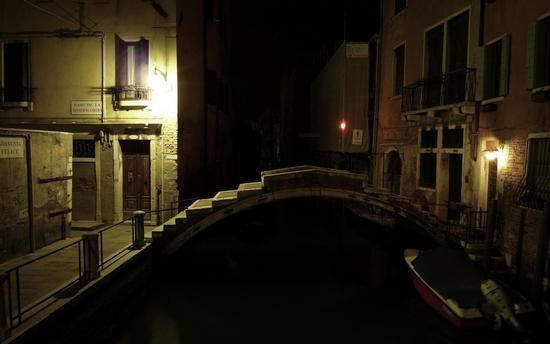 L'unico ponte senza sponde a Venezia (2952 clic)