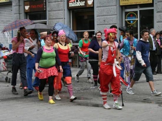 che strana manifestazione! - Torino (2645 clic)