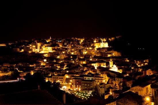 ...ibla di sera - Ragusa (2343 clic)