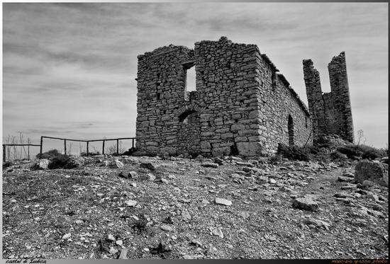 ..resti chiesa S.Michele Arcangelo - Castel di judica (2747 clic)