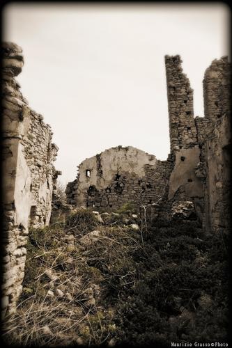 ..resti chiesa S.Michele Arcangelo - Castel di judica (2237 clic)