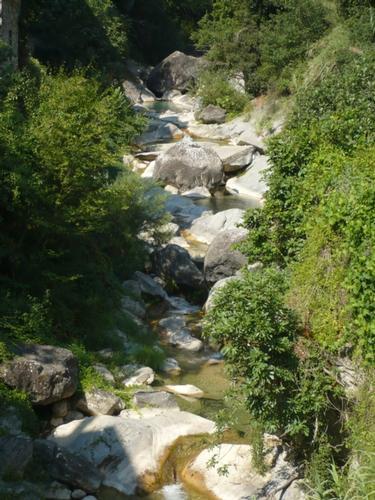 Il torrente Barbaira in paese - Rocchetta nervina (1973 clic)
