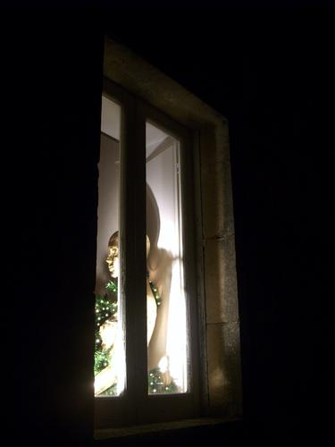 Miss Christmas in the window - Modica (3030 clic)