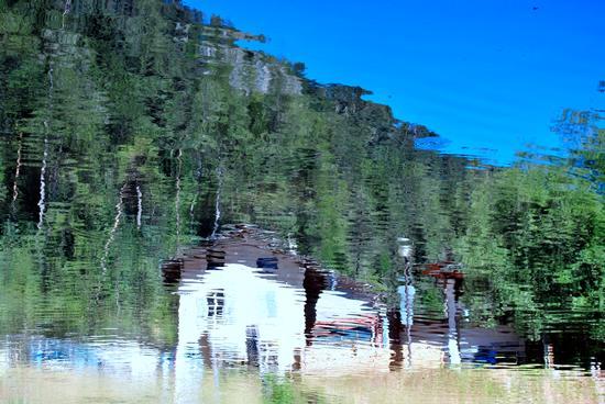 Lago Smeraldo, riflessi - Fondo (2118 clic)