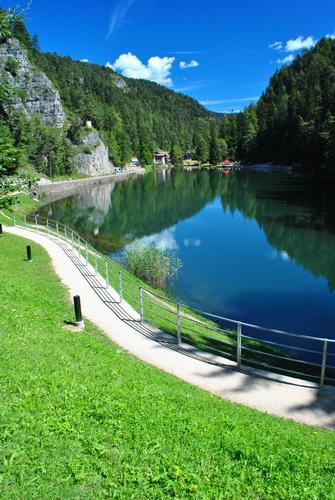 Lago Smeraldo - Fondo (3615 clic)