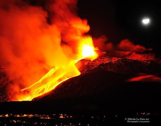 Etna,Risveglio di fuoco (1836 clic)