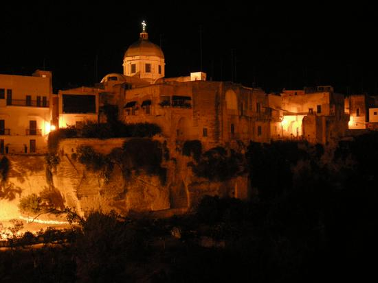 Massafra vista della gravina San Marco e Duomo (3129 clic)