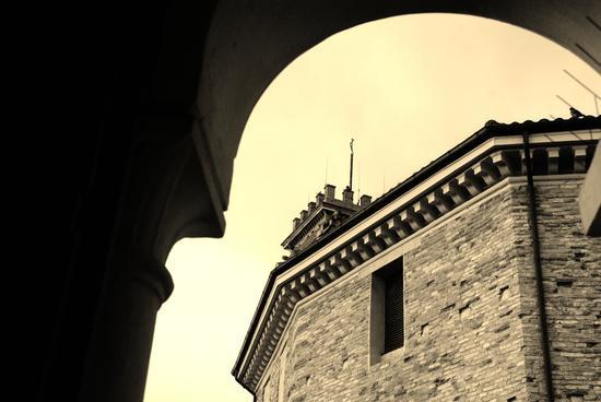 San Costanzo: vista del castello (1658 clic)