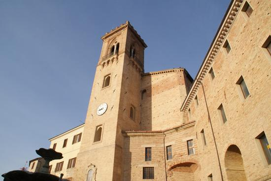 San Costanzo-PU Torre campanaria e mura medioevali (2189 clic)