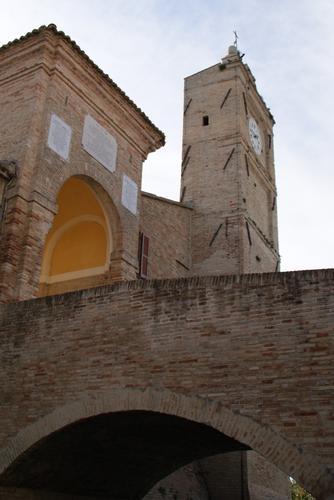 Cerasa di San Costanzo-PU torre del castello medioevale (1737 clic)