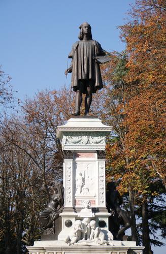 Monumento a Raffaello - URBINO - inserita il 05-Jun-12