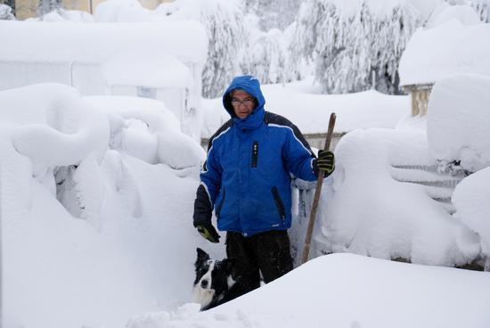 Cerasa di San Costanzo-PU Nevicata febbraio 2012 Io sotto la neve (1927 clic)
