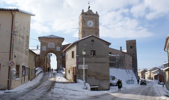Cerasa-San Costanzo: il castello innevato (3660 clic)