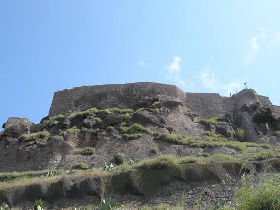 Le mura del castello verso sud ovest - Castelsardo (2057 clic)