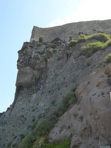 Le mura del castello verso ovest - Castelsardo (1942 clic)
