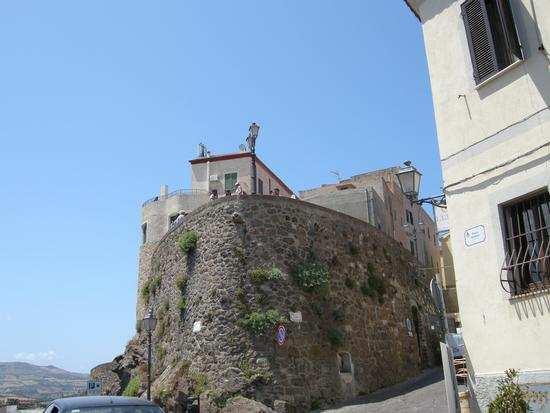 Contrafforti del Bastione nel borgo antico - Castelsardo (2382 clic)