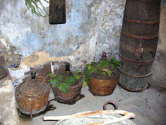 Autunno in Barbagia - La cantina del vino - ORGOSOLO - inserita il 01-Feb-11