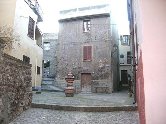Castelsardo - Piazza La Rosa (2631 clic)