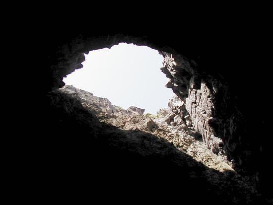 Grotta lungo la costa - Carloforte (2676 clic)