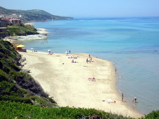 Castelsardo - La spiaggia di Lu Bagnu (4912 clic)