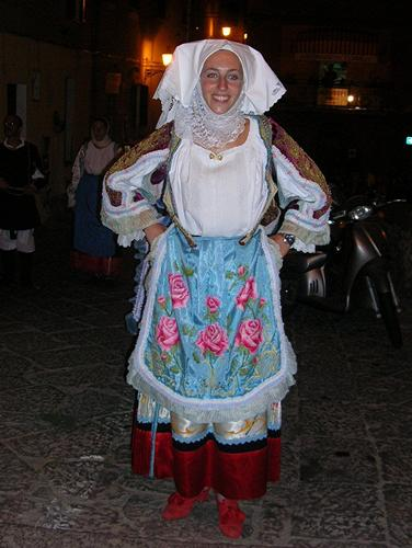 Castelsardo - Sfilata notturna - Costume di Sennori (6950 clic)