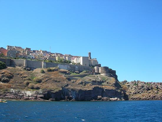 Castelsardo - Bastioni del Borgo antico dal mare (2294 clic)