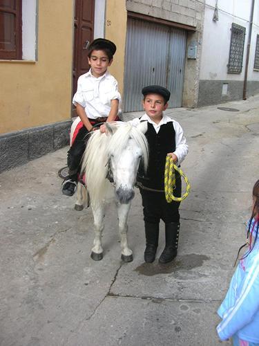 Autunno in Barbagia - Bambini con pony - Orani (3169 clic)