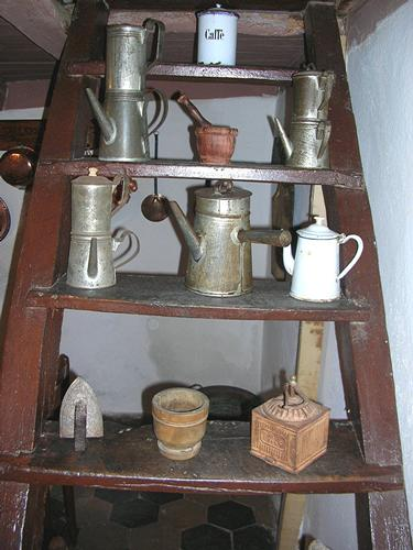 Autunno in Barbagia - Utensileria artigianale per il caffè - Orani (2443 clic)