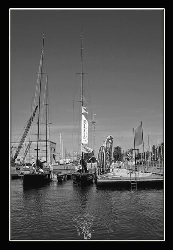 Barche in back stage  in attesa della regata .... - Cagliari (1689 clic)