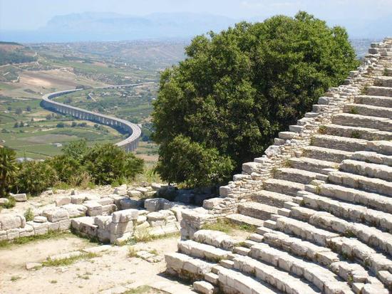 nuovo e antico - Segesta (2585 clic)
