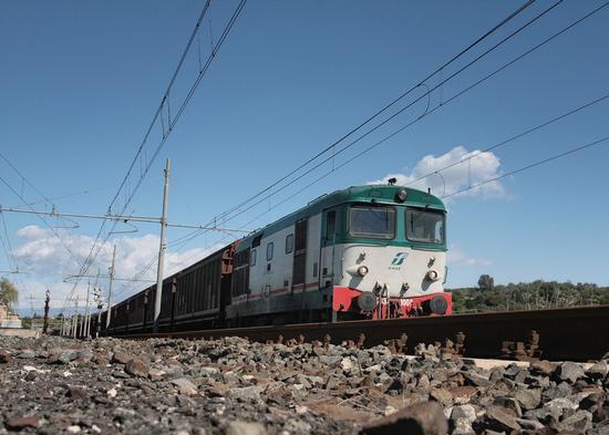 treno nella stazione - Lentini (2803 clic)