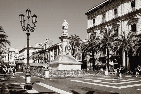 Piaza Stesicoro - Catania (2943 clic)