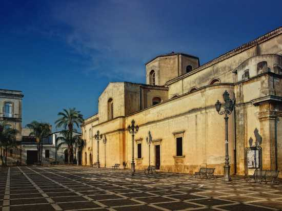 Piazza antistante la chiesa Madre - Floridia (4400 clic)