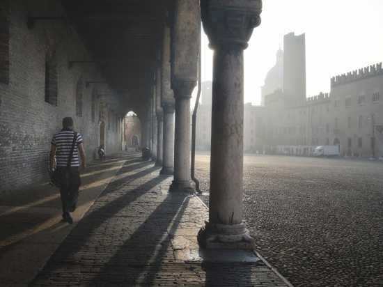 Mantova.I portici del palazzo ducale. (7382 clic)