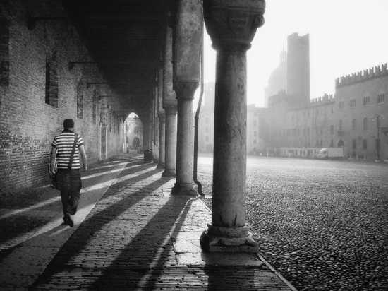 Mantova,i portici di piazza Sordello (8355 clic)