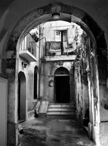 Ortigia:Cortile - Siracusa (3851 clic)