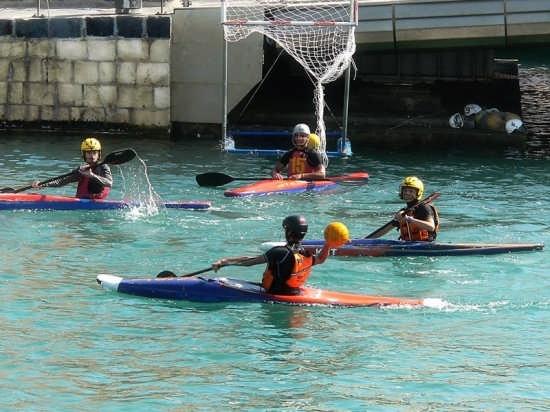 Ortigia::Ragazzi con canoe - Siracusa (3182 clic)