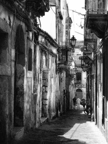 Il porticciolopasseggiando per Ortigia - Siracusa (2996 clic)