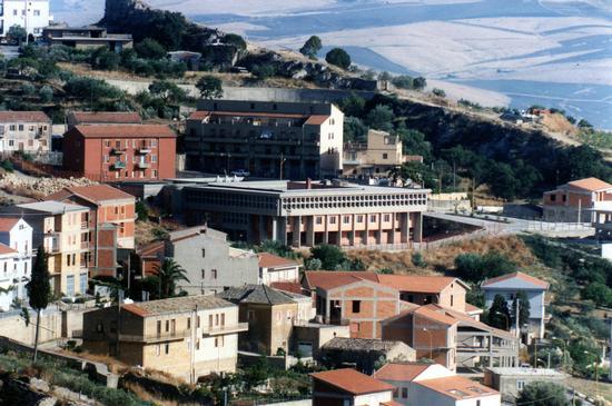 Scuola media ad Assoro (3261 clic)