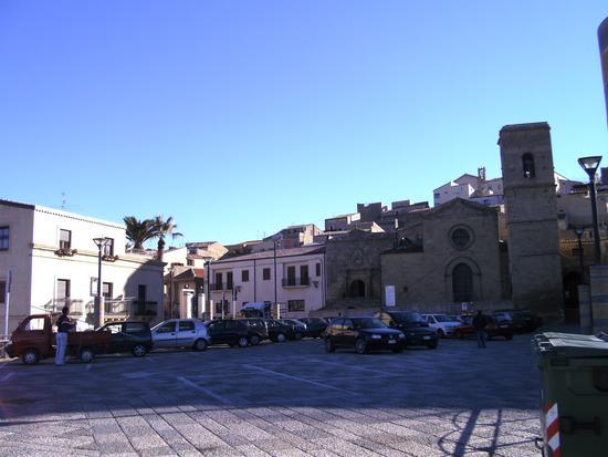Basilica di San Leone e piazza - Assoro (2794 clic)