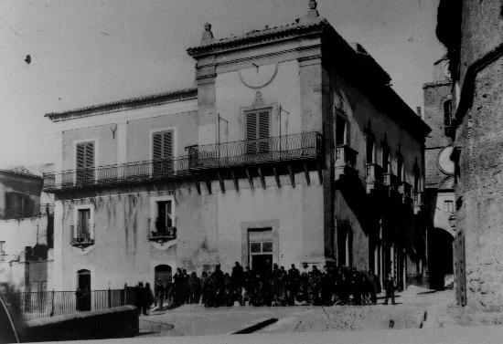Palazzo Valguarnera retro - Assoro (3146 clic)