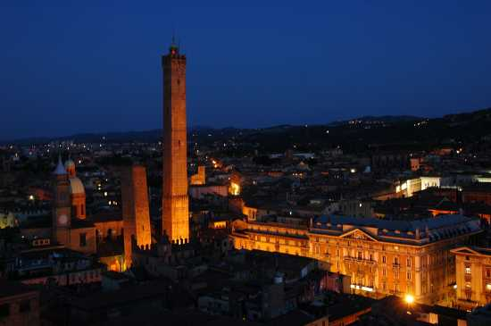 IN CIMA ALLA TORRE PRENDIPARTE - Bologna (5465 clic)
